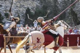 Más de 200 niños viajaron al medievo de la mano de las justas