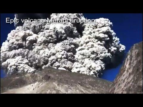 La erupción de un volcán en la isla de Java provoca el cierre de un aeropuerto y la evacuación de residentes