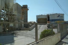 Un incendio causa daños en una empresa de cemento