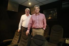 Rafel y Joan Salas, dueños de la Sala Augusta: «La colaboración entre el cine y la prensa es fundamental para ambos»