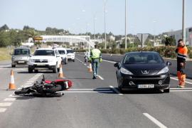 Un herido leve en un accidente entre un turismo y una moto en la autovía de Sant Antoni