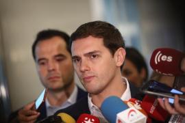 """Rivera pide a Rajoy que rectifique y que mantenga el 155 ante el """"discurso incendiario"""" de Torra"""