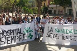 Campaña informativa de los trabajadores de Cas Serres en plena feria Eivissa Medieval