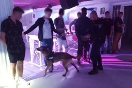 Dos detenidos y 15 denunciados durante el fin de semana en Sant Antoni