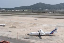 Un indigente accede a las pistas del aeropuerto de Ibiza y se investiga por dónde pudo colarse