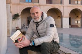 El escritor Alejandro Palomas presenta Un amor en Sa Cultural