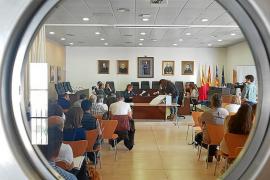 Empresarios de playas temen entrar en junio sin las concesiones de Sant Josep adjudicadas