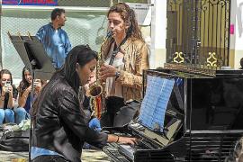 El Conservatorio saca los instrumentos a la calle y llena Vila de música