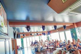 La 'royal wedding' congrega en bares a los turistas británicos de la isla