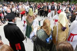 Puig d'en Valls sale a la calle para celebrar el tercer domingo de mayo