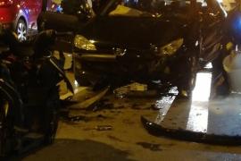 Dos heridos, uno de ellos grave, en un choque frontal entre un coche y una moto en Ibiza