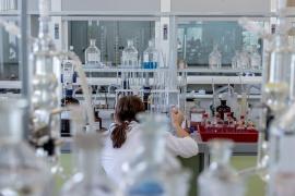 El bote clínico con la etiqueta del ébola hallado en Palma viaja a Madrid para su análisis
