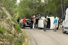 Jornada accidentada en las carreteras con tres heridos, vuelcos y salidas de vía
