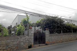 Vecinos de sa Carroca denuncian la caída de unos cables en la calle Campanetes