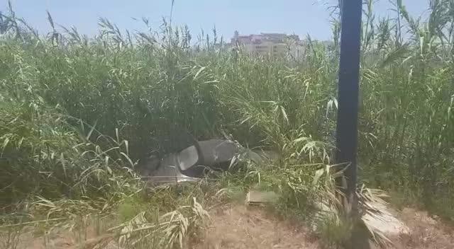 Espectacular accidente de un deportivo Porsche que ha aterrizado en ses Feixes de Ibiza