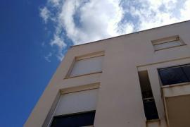 Denuncian malas prácticas de Solvia en un bloque de viviendas de Cala de Bou