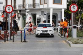 Caos de taxis en la fachada marítima de Ibiza (Fotos: Arguiñe Escandón).