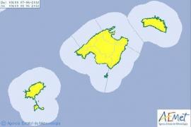 Las Pitiusas, en alerta amarilla por chubascos y tormentas fuertes