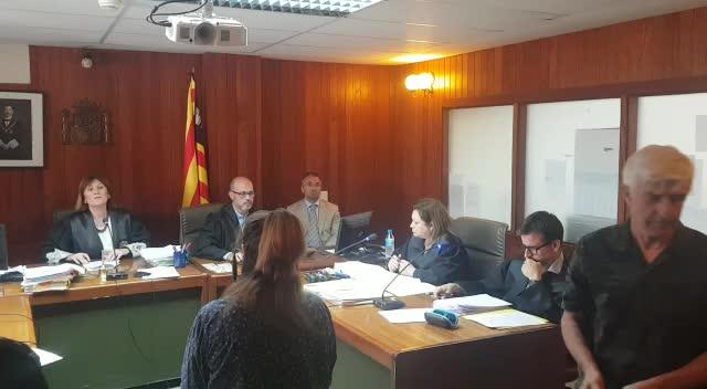 Arranca el juicio a la mujer que quemó su casa de Ibiza para echar a unos inquilinos