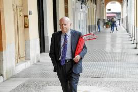 Matutes acusa al Parlament de persecución y le emplaza a que paralice una ley en trámite