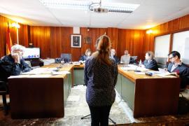 La acusada de incendiar su casa alega que los moradores «eran okupas, no inquilinos»