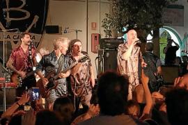 La 'Bersuit Vergarabat' celebró su 30º aniversario con una auténtica fiesta de cumpleaños en Las Dalias