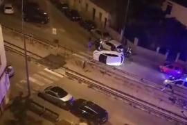 Un conductor ebrio choca y vuelca su coche en Palma