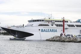 Baleària retira el ferry encallado en Sant Antoni y abre una investigación