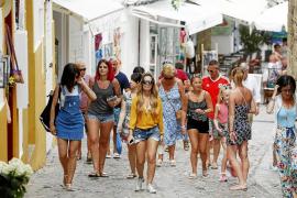 Los comercios de Dalt Vila pasan desapercibidos para los cruceristas
