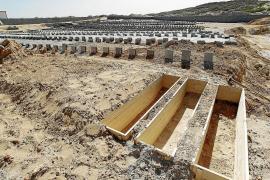 Gadafi es enterrado en secreto en las arenas del desierto libio