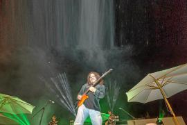 Raimundo Amador desafía a la lluvia