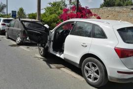 Detenido por dar positivo en alcohol tras chocar contra tres coches aparcados