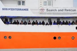 Alcaldes italianos ofrecen sus puertos para acoger al 'Aquarius' tras el rechazo de Salvini