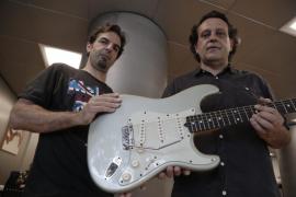 Un guitarrista afincado en Mallorca patenta un puente flotante que no exige modificar la guitarra Stratocaster