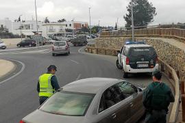 La Guardia Civil investiga el doble robo de unos encapuchados en Santa Gertrudis y Vila