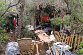 Desmantelado un asentamiento ilegal en Santa Eulària