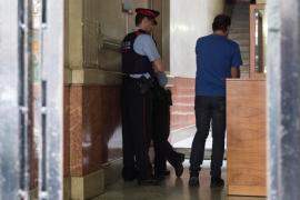 Detienen a una joven por la muerte del bebé hallado en un edificio de Barcelona