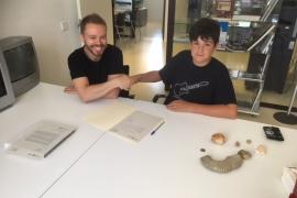 Un estudiante de secundaria de Ibiza dona al Consell una colección de fósiles