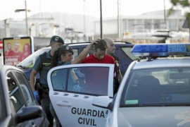 Seis jóvenes se enfrentan a 4 y 5 años de cárcel por vender drogas con un 'taxi pirata'