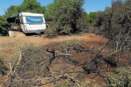 Desalojan a 12 personas de una casa abandonada por un incendio en una zona rural de Santa Eulària