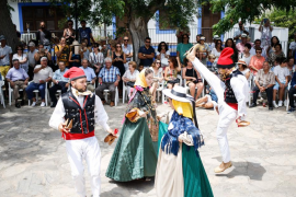 Los mayores de Sant Joan protagonizan el inicio de las fiestas del municipio