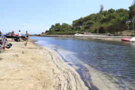 Muere un bañista de 72 años en la playa des Riu de Santa Eulària