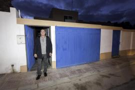El chalé patera no tendrá que demoler las obras ilegales y afronta la temporada con menos inquilinos