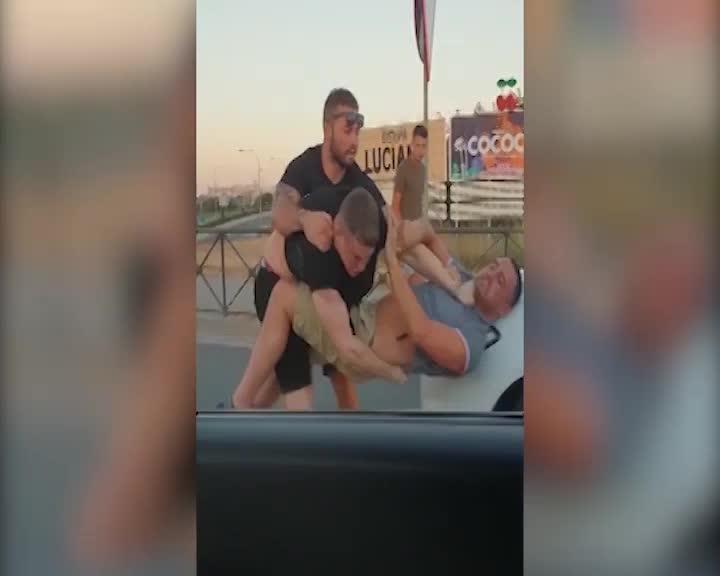 Vídeo | A puñetazos en plena carretera de Sant Antoni en Ibiza