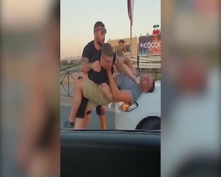 Cuatro turistas británicos detenidos tras una pelea en plena rotonda de Blanca Dona en Ibiza
