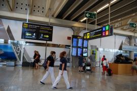 Las aerolíneas prevén un caos la próxima semana por la huelga general en Francia