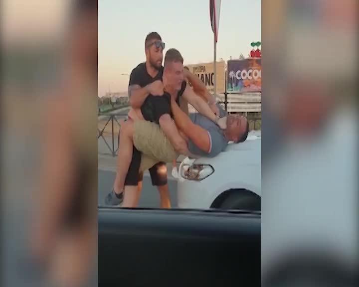 En libertad los cuatro turistas británicos que protagonizaron una brutal pelea en Ibiza