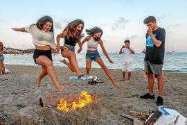 Ibiza se llena de buenos deseos en la noche más corta del año