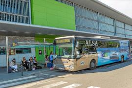 El 55 % de los viajeros de bus de todo el año en Ibiza se acumula en tan solo cuatro líneas
