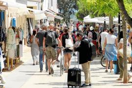 Los hoteleros advierten de que la primera quincena de julio y agosto «está casi sin vender»